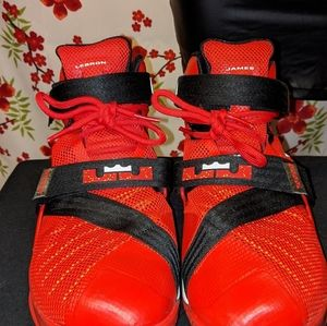 Nike Lebron Soldier IX